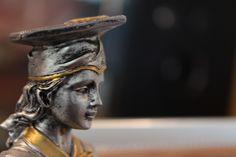 Particolare di un trofeo di laurea femminile #pandp #p&p #preziosiepremiati #preziosi #premiati #gioielli #gioielleria #orologi #orologeria #premiazioni #coppe #trofei #anniversari #lauree #sardegna #spaziosardegna
