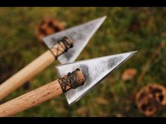 Hello people, in this video I am making some simple arrow heads from a saw blade I had. The arrow shaft is just a . Survival Weapons, Survival Gear, Survival Skills, Bow And Arrow Diy, Horse Bow, Archery Accessories, Homemade Weapons, Archery Bows, Traditional Archery
