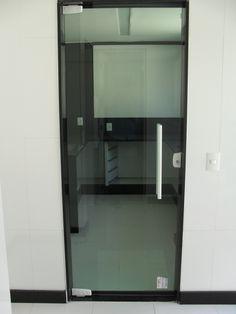 Porta de vidro para a cozinha do seu salão de festas!