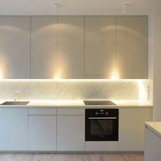 Risultati immagini per ikea kitchen voxtorp Open Plan Kitchen Living Room, Kitchen And Bath, New Kitchen, Kitchen Dining, Kitchen Decor, Ikea Metod Kitchen, Cocinas Kitchen, Modern Kitchen Cabinets, Kitchen Modern