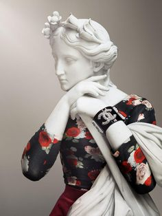 This project entitled Hipster in Stone was created by Paris, France based photographer Leo Caillard. The project features roman style statues Vaporwave, Photography Projects, Art Photography, Statues, Sculpture Art, Sculptures, Journal Du Design, Glitch Art, Ancient Art