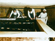 Discovery of King Tut's Tomb Told Through Colorized Photos December Tutankhamun's Tomb Egyptian Mummies, Egyptian Art, Egyptian Temple, Egyptian Kings, Old Egypt, Ancient Egypt, King Tut Tomb, Colorized Photos, Archaeological Discoveries