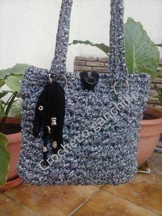 Bolso trapillo negro jaspeado de Crochet o ganchillo