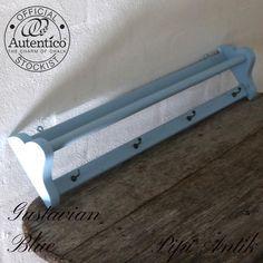 Håndklædestang i Gustavian Blue Autentico kalkmaling
