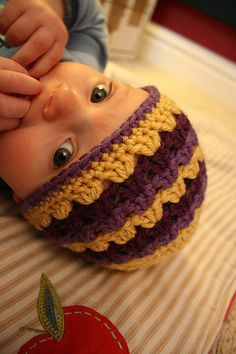 Shell stitch baby hat - Free Pattern <3   Love the colors.