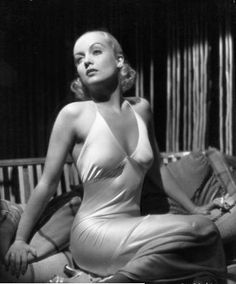 1930s-HOLLYWOOD glamous:carole lombart with her dress with design,material,her hair & eye is very sexy