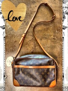 LOUIS VUITTON Monogram Vintage TROCADERO - Perfect for daily use or for your vacation! Both inner and outer pockets are unusable as they are worn.  - $178  #louisvuitton #LV #handbag #handbagaddict #vintage #summer #youdeservethisbag #posh #designer #consignment #boutique