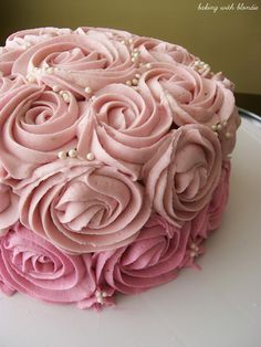 White Chocolate Raspberry Buttercream Frosting Recipe - Love Stitched I want my birthday cake to look like this ! Icing Recipe, Frosting Recipes, Pretty Cakes, Beautiful Cakes, Cupcakes, Cupcake Cakes, Mini Cakes, Cake Fondant, Raspberry Buttercream Frosting