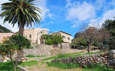 Finca Romero • Bunyola, Mallorca Westen • Preis pro Nacht ab 625 € • Personen: Max. 20 • Das Herrenhaus liegt in malerischer Umgebung, im Westen der Insel, im Tramunatangebirge.