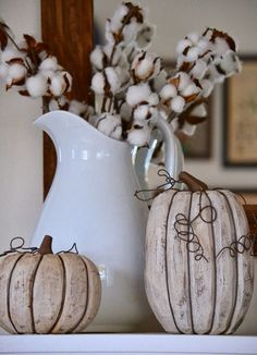 Hello hello! How are you my friends? This weekend I did a little decorating for fall. The Fall Link Up party I mentioned last week th...