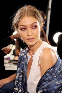 Anna Sui - burgundy eye
