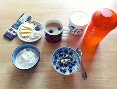 From @daria_lux Ich poste das schon von der Arbeit so war mein Frühstück: keto- & lowcarb-tauglich mit den Kleinigkeiten zum Naschen: Kakao  von  ist immer drin(okay nur max 10g am Tag bei mir ) Beeren und Schlagsahne als i-Tüpfelchen( und vorher aber natürluch Glas Wasser mit Vitaminen und  von  So lässt sich auch grauer verregneter Tag gut starten  Пишу уже с работы таков был мой завтрак: кето/низкоуглеводка/пп - микс без фанатизма с элементами вкусняшек тёмный шоколад с макс.содержанием…