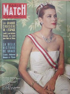As Princess Grace of Monaco , the Oscar winning actress formerly known as Grace Kelly, continued to touch the hearts of people around the world. Her responsibilities as a real princess became a lifestyle with many demands and rewards. French Magazine, Movie Magazine, Cool Magazine, Magazine Covers, Princesa Grace Kelly, Estilo Glamour, State Of Grace, Prince Rainier, Monaco Royal Family