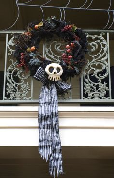 http://uploads.neatorama.com/wp-content/uploads/2010/07/haunted-wreath.jpg