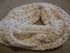 This is a very quick and easy pattern that makes a beautiful cowl with a lovely…