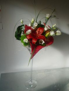 Composition florale on pinterest bloemen floral arrangements and corporate flowers for Comcomposition florale saint valentin