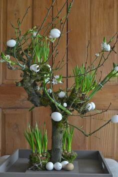 ▷ ideas for wooden Easter decorations in the house or garden - Make Easter decorations and decorate them with eggs - Arte Floral, Deco Floral, Happy Easter, Easter Bunny, Easter Eggs, Easter Tree, Easter Flowers, Spring Flowers, Creation Deco
