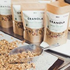 Billedresultat for cream label kraft granola packaging Brownie Packaging, Popcorn Packaging, Packaging Snack, Organic Packaging, Jar Packaging, Bakery Packaging, Food Packaging Design, Chocolate Packaging, Muesli
