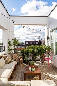 33 Incredibly inspiring Scandinavian style outdoor balcony ideas - Home Decoration Interior Balcony, Balcony Furniture, Interior Exterior, Interior Design, Outdoor Tub, Outdoor Balcony, Balcony Ideas, Outdoor Decor, Small Balcony Design