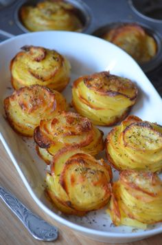 How to make pretty potato millefeuilles and impress your guests. These mini gratins are not only ver Healthy Breakfast Recipes, Lunch Recipes, Easy Dinner Recipes, Crockpot Recipes, Vegetarian Recipes, Cooking Recipes, Potato Recipes, Vegetable Recipes, Love Food