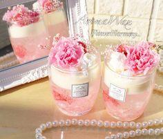 """Flower Harmony..+* on Instagram: """". . オーダーいただきました母の日用👩 カーネーションアロマワックスカップ🌹✨ . お母様と旦那様のお義母様にプレゼントということで 同じデザインでお2つご注文頂きました😌❤️ . お仕事で忙しく、なかなか作る時間が取れず デザインのご要望をお聞きして…"""" Unique Candles, Diy Candles, Bridal Shower Decorations, Bridal Shower Favors, Colorful Drinks, Baptism Favors, Candle Favors, Homemade Candles, Recycle Plastic Bottles"""