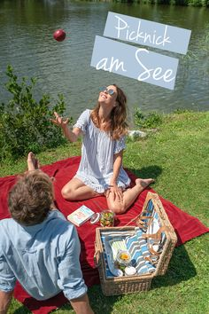 Schon mal ein Picknick am See gemacht? DIREKT am See? Stimmt, das ist gar nicht so einfach. Doch euer Traum erfüllt sich im Hotel Ritzenhof am Ritzensee im Salzburger Land! Liebevoll befüllt mit allerlei Köstlichkeiten wird der Korb vom Küchenteam. ENJOY! . . . . #ritzenhof #saalfeldenleogang #salzburgerland #picknick #see #badesee #ritzensee #picknickkorb #picknickamsee #seehotel Picnic Blanket, Outdoor Blanket, Spa, Lily Pulitzer, Simple, Picnic Quilt