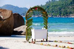 wedding beach ceremony location mane seychelles photography by © radmila kerl wedding photography munich schöne  Hochzeitslocation für Hochzeitszeremonie am Strand