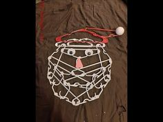 Tutorial on how to build a Santa out of plastic clothes hangers Christmas Craft Projects, Halloween Crafts, Holiday Crafts, Holiday Decor, Diy Christmas Snowflakes, Christmas Crafts, Christmas Decorations, Wire Hanger Crafts, Plastic Clothes Hangers