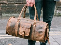 A barrel-style gym bag handmade by leather working experts from our best selling original Hunter leather, that ages beautifully and lasts for many years. #leather #vintage #leatherbag #gift #giftguide