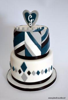 Torta Geometrica: con forme geometriche realizzate a mano, senza stampini e motivo rombi tre colori