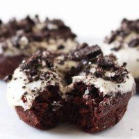 http://www.handletheheat.com/cookies-and-cream-chocolate-doughnuts/