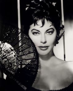 love old hollywood: Ava gardner (i think she was way prettier then marilyn monroe) Hollywood Vintage, Old Hollywood Glamour, Classic Hollywood, Ava Gardner, Sophia Loren, Hollywood Stars, Golden Age Of Hollywood, Rita Hayworth, Hollywood Actresses