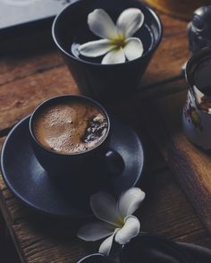 imagen discovered by ⓈⒶⓇⒶ♛. Discover (and save!) your own images and videos on We Heart It Coffee Puns, Coffee Milk, Coffee And Books, I Love Coffee, Coffee Cafe, Coffee Photos, Coffee Pictures, Good Morning Coffee, Coffee Break