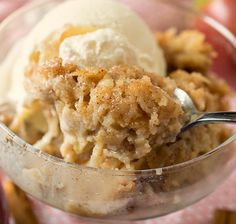 Jack's Apple Pudding - Resembling bread pudding, this easy apple pudding is sweet and spicy and incredibly delicious! Apple Desserts, Apple Recipes, Just Desserts, Cake Recipes, Dessert Recipes, Sweet Desserts, Beignet Nutella, Canadian Cuisine, Bon Dessert