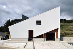 極寒地域でも自由自在なデザインの家 建築家と建てる家を身近に、手軽に R+house(アール・プラス・ハウス)の建築実例。いつか住んでみたいと思っていた理想の注文住宅を手の届く価格で実現いたします。