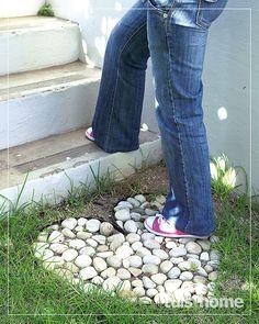 Vars idees vir dekor in jou tuin Gardens fresh Fresh ideas for decor in your g Garden Yard Ideas, Garden Crafts, Garden Projects, Garden Paths, Edging Ideas, Garden Whimsy, Garden Stones, Dream Garden, Garden Planning