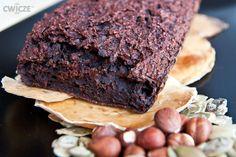 Było już ciasto marchewkowe oraz z cukinii, dziś natomiast proponuje ciasto z buraków. Buraki są słodkie, wilgotne i tworzą nam soczystą babkę. W połączeniu z odrobiną kakao dają bardzo prosty przepis na niskokaloryczne ciasto. Nasz przepis jest troszkę podobny bo brownie - bardzo czekoladowe, miękkie i wilgotne. Jednym słowem pyszne!    WARTOŚCI ODŻYWCZE (Całe ciasto 481g)  (porcja ok. 100g)   Energia: 566 kcal  Białko: 35,4 g  Węglowodany: 84,0 g Tłuszcze: 24,1 g  Błonnik: 11,0 g …