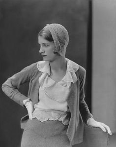 Lee Miller - 1931 - Muse, artist, beauty, model, Vogue collaborator and photographer in her own right MAYBE BY MAN RAY Retro Mode, Vintage Mode, Moda Vintage, Vintage Ladies, Vintage Style, Foto Fashion, 1930s Fashion, Fashion History, Vintage Fashion