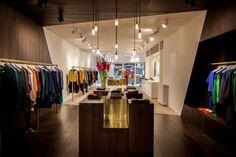 Garde robe Nationale boutique by Dieter Vander Velpen, Antwerp store design Visual Merchandising, Design Light, Boutique Fashion, Retail Store Design, Retail Stores, Retail Concepts, Retail Interior, Retail Space, Display Design