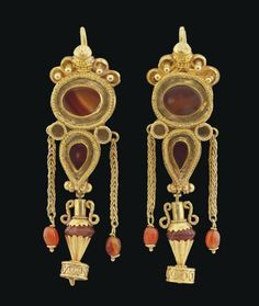 Hellenistic Greek Gold and Agate Earrings, c. 1st Century BC