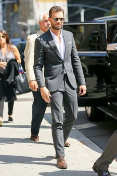 Jamie Dornan arriving for The Late Show with Colbert Aug 2016 Jamie Dornan, Fifty Shades Movie, Fifty Shades Of Grey, 50 Shades, Stylish Men, Men Casual, Grey Fashion, Mens Fashion, Cristian Grey