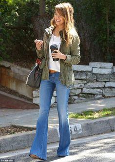 Seen on Celebrity Style Guide: Jessica Alba wears Level 99 Dahlia Flare Fit Jeans at the Santa Monica April 2013 Fashion Moda, Look Fashion, Womens Fashion, Gq Fashion, Nail Fashion, Grunge Fashion, Fashion 2020, Denim Fashion, Runway Fashion