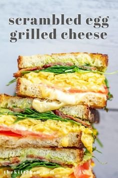 A scrambled egg grilled cheese combines a grilled cheese and a breakfast sandwich. It's made with scrambled eggs, bacon, avocado, tomato, and cheese. Grill Breakfast, Breakfast Sandwich Recipes, Avocado Breakfast, Brunch Recipes, Burger Recipes, Grilled Sandwich Ideas, Tomato Breakfast, Panini Recipes, Brunch Food