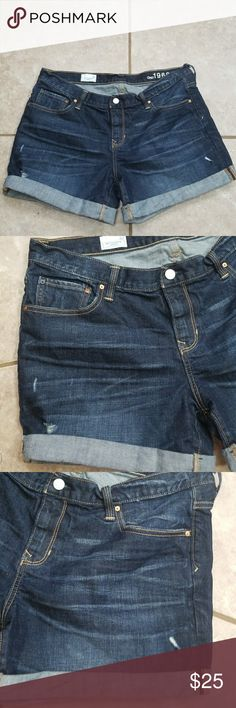GAP BLUE JEAN SHORTS.  WOMENS 32 Excellent pre-owned condition.  Distressed LOOK.  The WAIST measures 17 inches lying FLAT.  The length is 15.5 inches.  The HIPS measure 20 inches lying flat. GAP Shorts Skorts