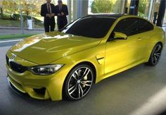 BMW F82 M4 Coupe yellow