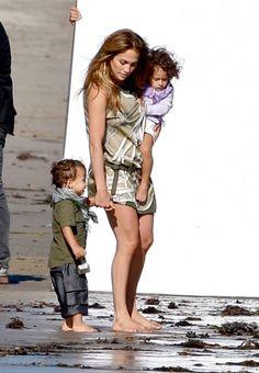 Jennifer Lopez at Malibu photo shoot celebrities Jennifer Lopez, Ricky Martin, Ben Affleck, Star Wars, Celebrity Moms, Look At You, Beautiful Actresses, American Actress, Business Women