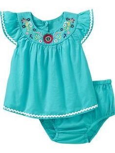 Who knew Old Navy had such cute baby clothes. PS the bottoms are a ruffle butt.