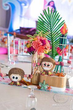 This Moana-Inspired Birthday Bash Will Make You Want to Visit the Beach! Moana Birthday Party Theme, Moana Themed Party, Moana Party, 3rd Birthday Parties, 2nd Birthday, Moana E Maui, Moana Centerpieces, Festa Moana Baby, Hawaiian Luau Party