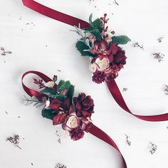 Beautiful wrist corsages made with blush, burgundy, ivory flowers, greenery. All items will be gift packed free of charge. View my shop ➳https://www.com/ru/shop/SERENlTY -------------IMPORTANT TO READ------------- Waiting list is full now. This item will be carefully made and ship after 10th of November. Matching boutonniere https://www.etsy.com/listing/544959217/fall-burgundy-boutonniere-deep-red SHIPPING INFO For domestic (Russia) orde...