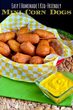 Easy Homemade Mini Corn Dogs are the perfect game day appetizer or kid friendly dinner! Your family will go crazy for these golden, crunchy bite-sized corn dogs! Kid Friendly Dinner, Kid Friendly Meals, Kid Friendly Appetizers, Appetizer Recipes, Snack Recipes, Cooking Recipes, Appetizers Kids, I Love Food, Good Food